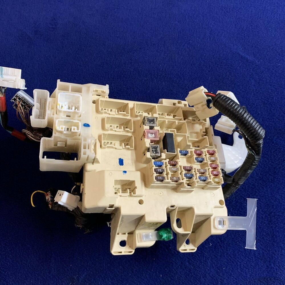 medium resolution of details about 1997 2001 toyota camry relay fuse box under dash electrical junction box oem