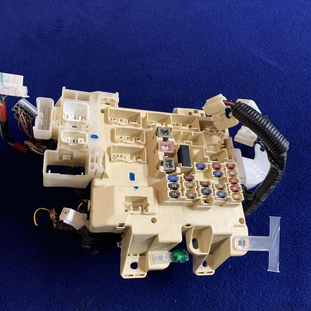 hight resolution of details about 1997 2001 toyota camry relay fuse box under dash electrical junction box oem