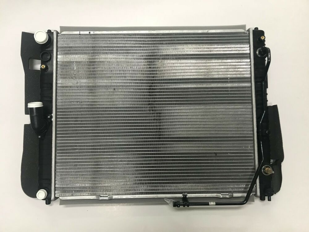 2131011040 Engine Cooling Radiator For 20042006 Ssangyong
