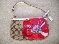 Coach Pre-owned Khaki Limited Edition Flower Design Clutch ...