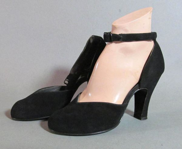 1940s Vintage Black Suede Shoes With Ankle Strap. Thick