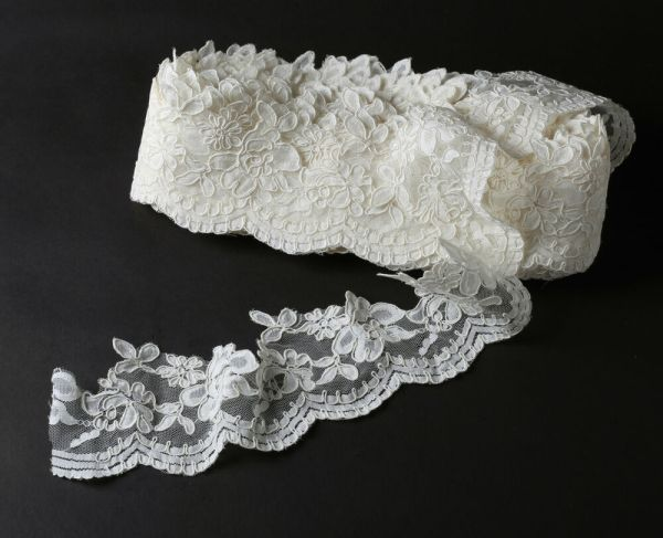 Ivory Corded Bridal Lace Trim Fabric 7.5 Cm Wide Scalloped