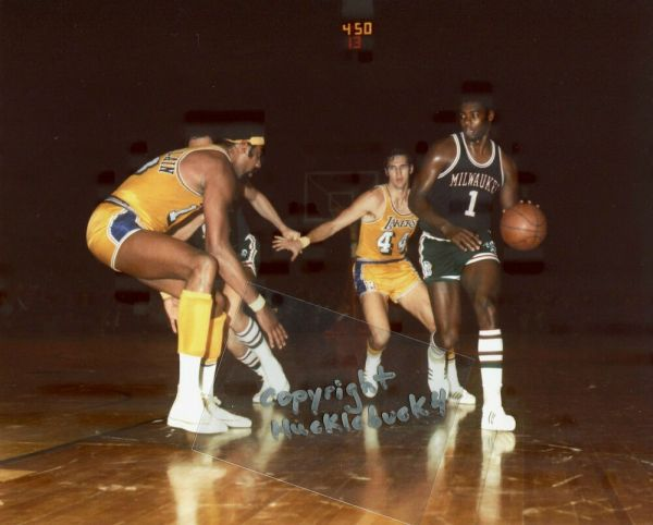 OSCAR ROBERTSON Milwaukee Bucks Photo HOF c Chamberlain