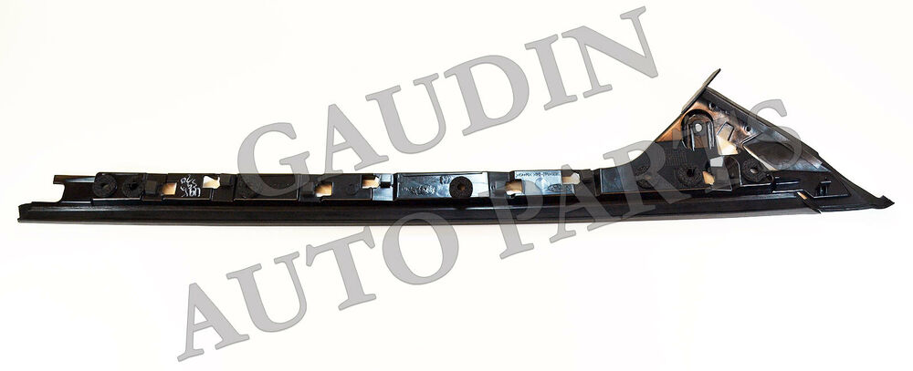 FORD OEM Explorer Windshield Surround-Lower Molding Trim
