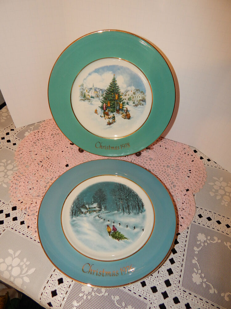COLLECTIBLE ENOCH WEDGWOOD ENGLAND AVON CHRISTMAS PLATES