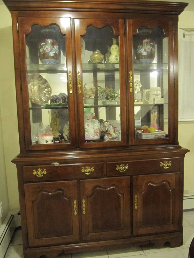 Thomasville Queen Anne Style Hutch  China Cabinet  eBay