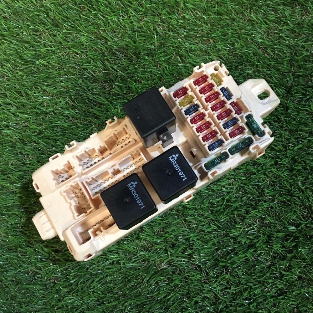 hight resolution of details about 2001 mitsubishi galant 2 5 v6 fuse box board mr40589