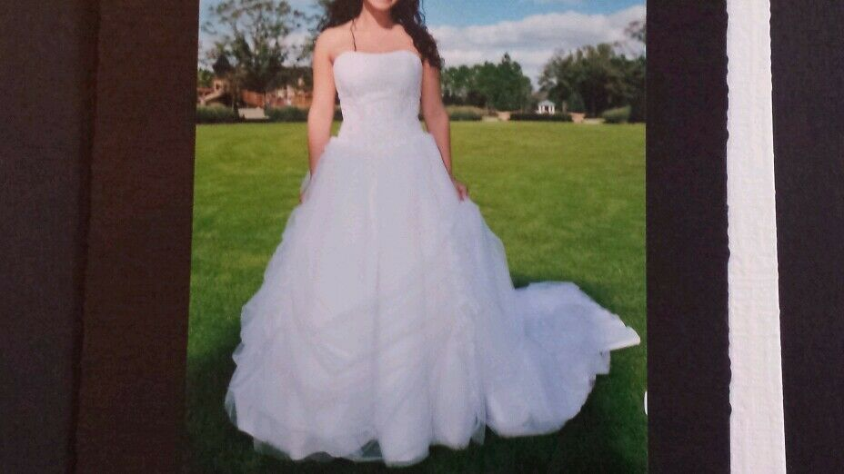 White Wedding Dress Ball Gown Shape Size 4