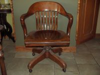 AN ORIGINAL ANTIQUE 1900's WOODEN/SWIVEL BANKERS CHAIR