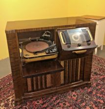 Zenith Antique Radio Console Record Players - Year of Clean