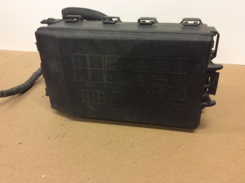 05 06 07 ford focus 3s4t-14a142-aa fusebox fuse box relay unit