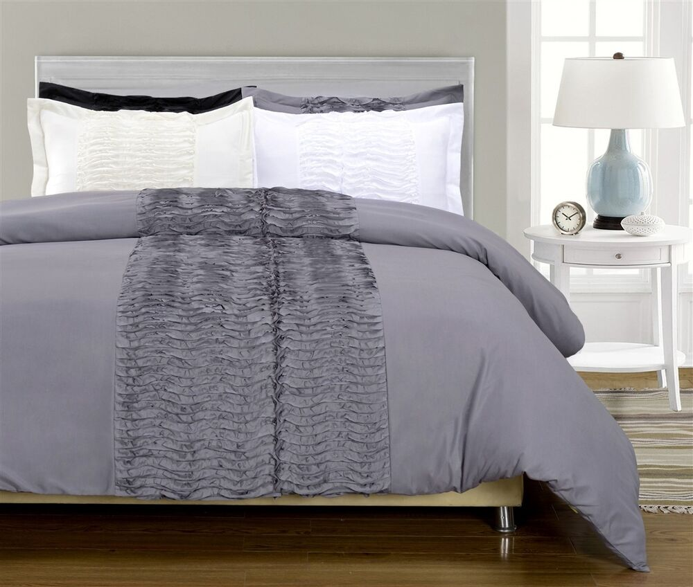 Neola 3 Piece Ruffled Duvet Cover Shams Bedding Set Black