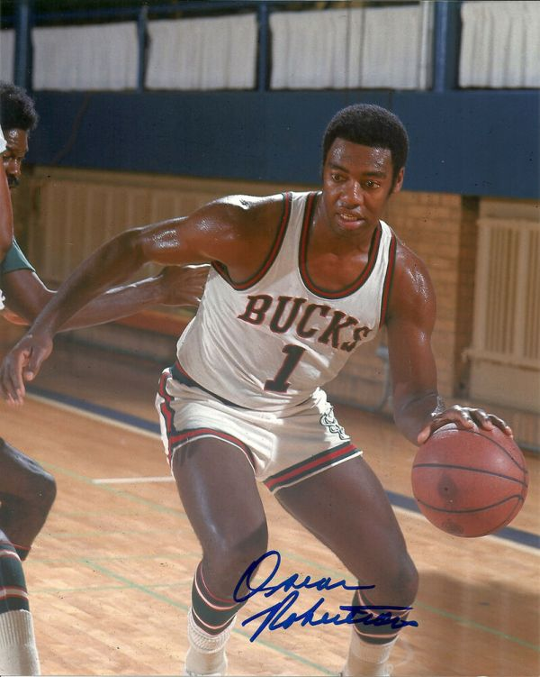 Milw Bucks OSCAR ROBERTSON Signed 8x10 Photo 3 AUTO
