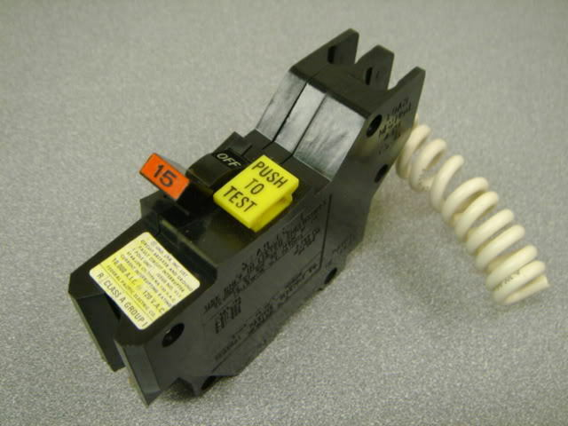 Pole Ground Fault Circuit Interrupter Circuit Breaker Clamshell