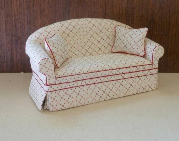 MINIATURE DOLLHOUSE 112 SCALE ASHLEY RED DOT SOFA