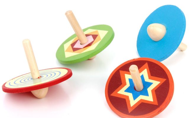 4pcs Small Wooden Spinning Top Child Traditional Classic