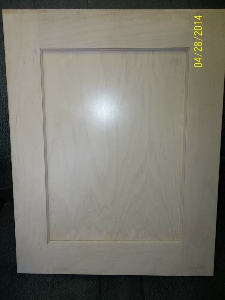 SHAKER PAINT GRADE MAPLE CABINET DOOR 23 12 X 22 34