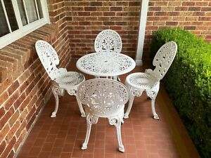 wrought iron patio furniture table