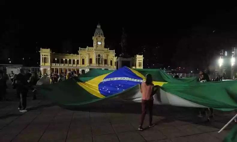 Protesters in favor of President Bolsonaro boarded the Pra