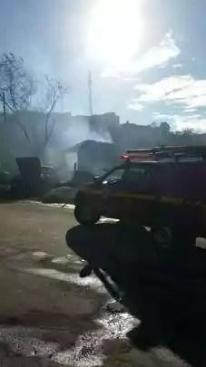 As chamas se espalharam rapidamente por causa do tempo seco