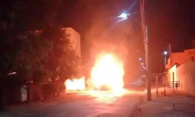 Barras pelo fogo em Poços de Caldas (foto: Reprodução da internet / WhatsApp)