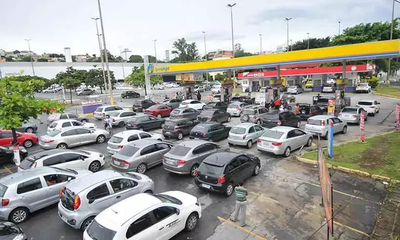 In February, tankers' strike caused a queue at gas stations.