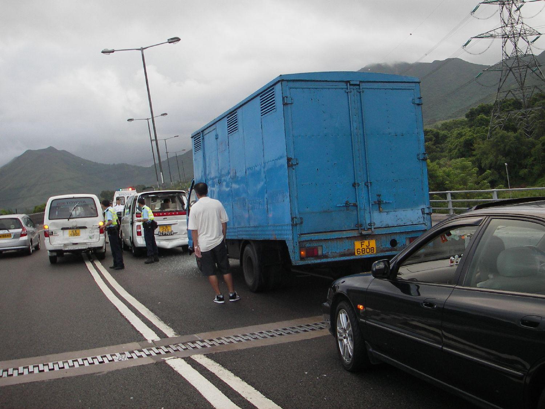 圖片新聞:大埔吐露港公路交通意外 | 車禍 | 大紀元