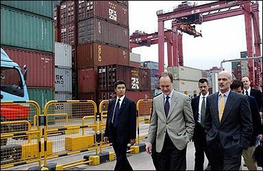美國國土安全部長參觀香港港口設施 | 大紀元
