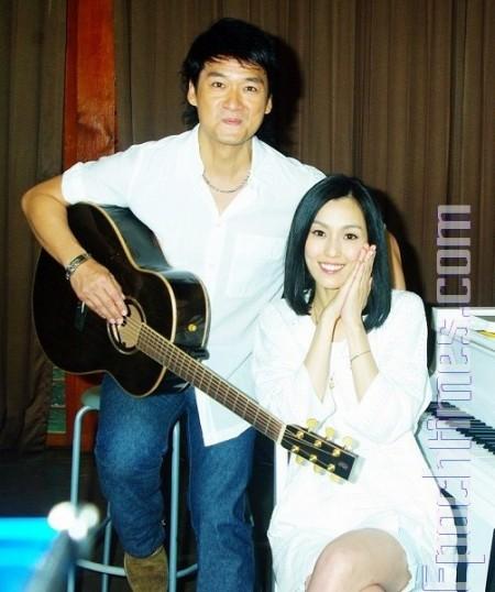 首次情歌對唱 周華健讚范范唱功一級棒 | 范瑋琪 | 大紀元
