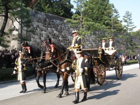 組圖:日皇即位20年 皇家馬車首次亮相   大紀元