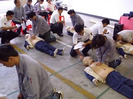 搶救黃金6分鐘全面推廣CPR及AED急救訓練   大紀元