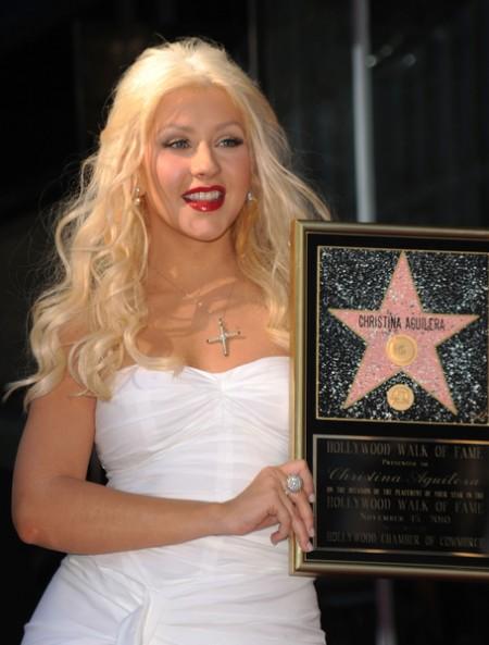 歌手克莉絲汀在星光大道留名   大紀元