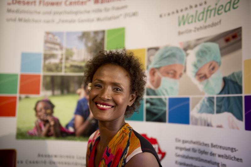 名模協助非洲割禮受害婦女 | 女性 | 大紀元