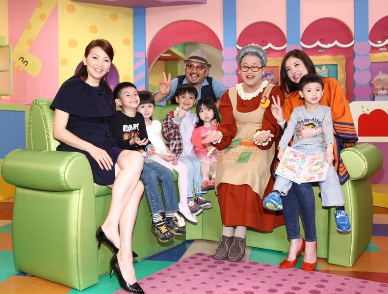 「水果奶奶」歡慶兒童節 何如蕓攜子做客   王曉書   大紀元