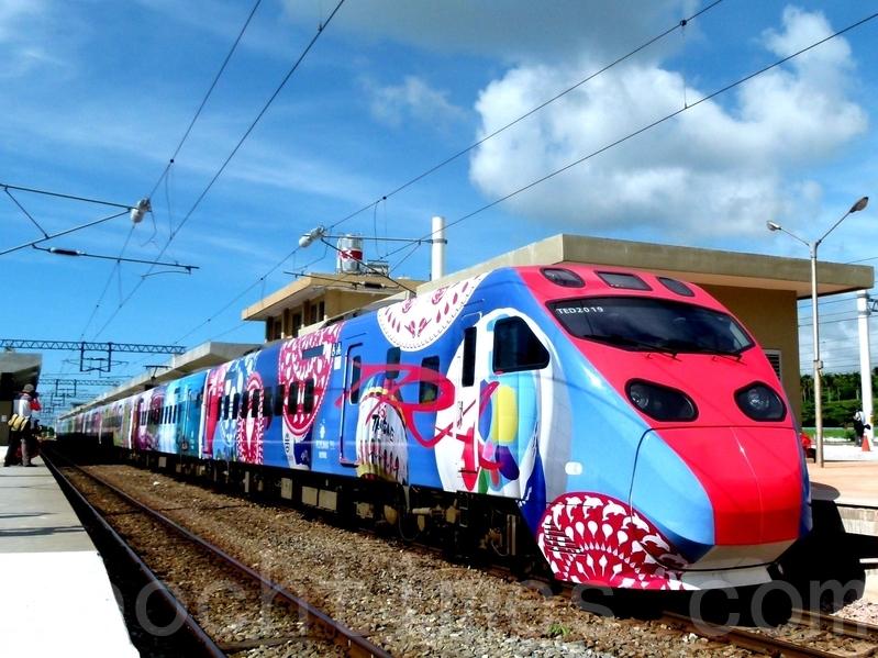 彩繪普悠瑪首航 300學童開心體驗 | 臺東 | 臺鐵 | 彩繪列車 | 大紀元