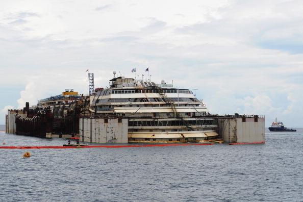 海難失事豪華郵輪「協和號」重現水面 | 大紀元