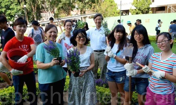 學生體驗當花農的樂趣 結合實習與校園美化 | 中原大學 | 大紀元
