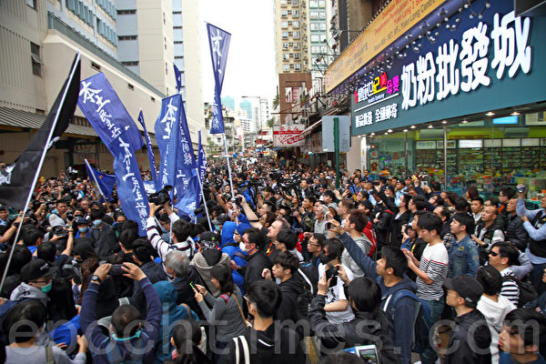 香港元朗居民撐取消一簽多行反暴力   水貨客   自由行   大紀元