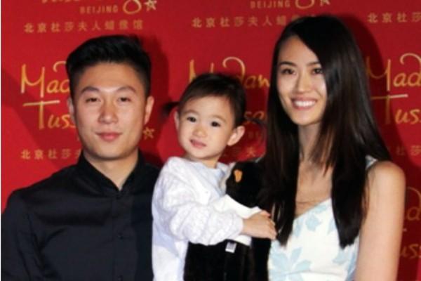 李小鵬舉小寶練臂力 讚女兒體操動作比爹強 | 奧莉 | 李安琪 | 大紀元