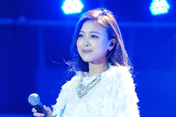 卓文萱嘆2016年運勢差 跨年演唱仍展活力   大紀元
