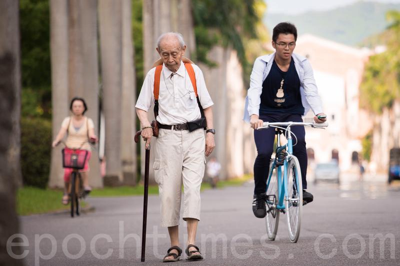 臺灣老人越來越多 老化指數首次破百   少子化   長照   高齡社會   大紀元