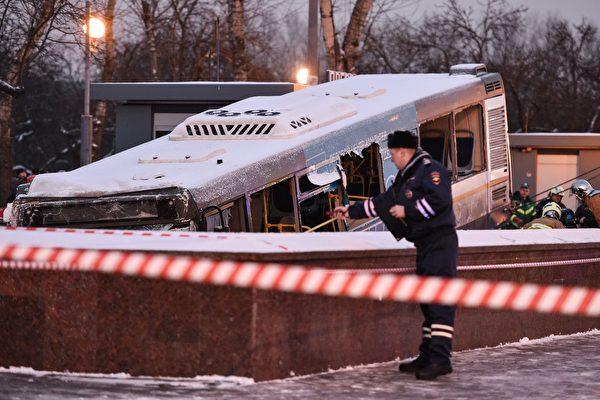 罕見車禍:俄巴士衝入地下人行道 5死15傷   莫斯科巴士   地下通道   大紀元