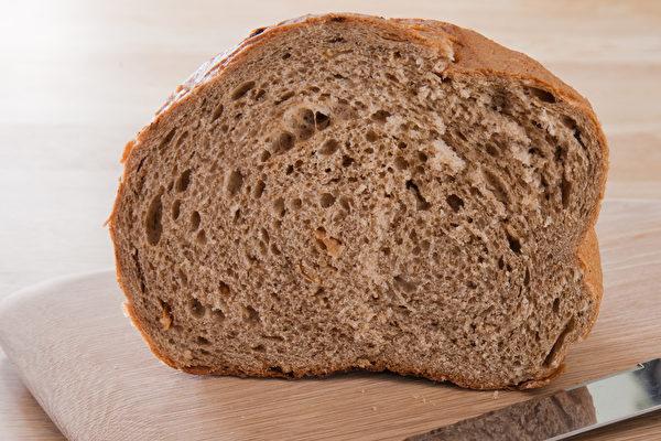 誰說麵包不健康?營養師分析8大麵包 推薦這3種 | 全穀麵包 | 全麥麵包 | 酸麵包 | 大紀元