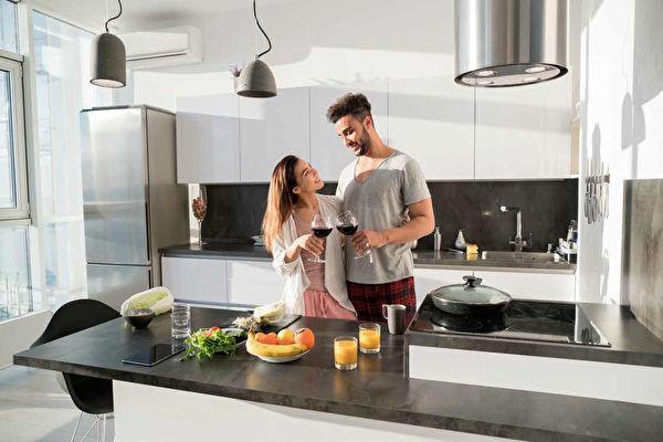 kitchen fixtures latest designs 厨房装修与温馨浪漫的家 上 厨房设计 厨房格局 厨房储藏空间 大纪元 专业设计的厨房 实用美观兼备