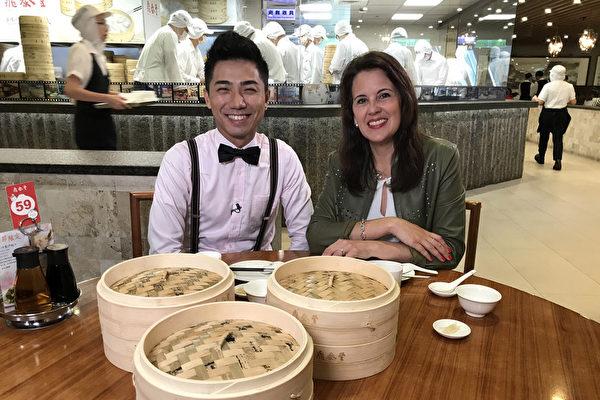 德媒Tasty Taipei主持人 大讚臺灣美食天堂 | 臺灣小吃 | 珍珠奶茶 | 饒河街夜市 | 大紀元