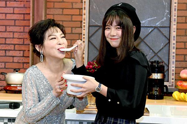 王彩樺首接Live節目 女兒帶魚湯慰勞媽媽 | 女王當家 | 黃于庭 | 大紀元