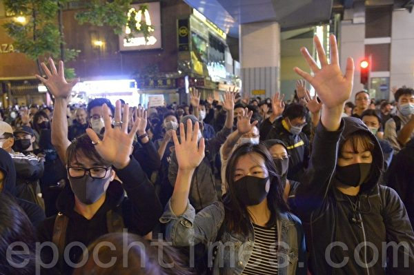 川普簽署《香港人權與民主法案》