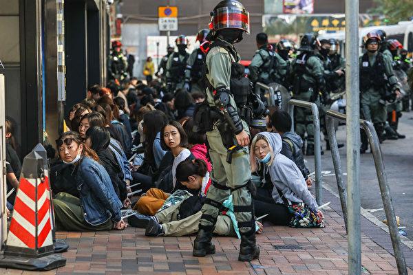 【新聞看點】理大生被大批抓捕 港人:政府陰毒 | 港警 | 大紀元