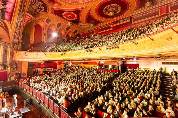 「這是神的恩典」 神韻英國利物浦首場爆滿