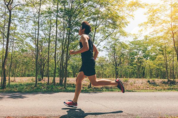跑馬拉松讓血管年輕4歲!醫師教你跑步訣竅   好處   血管年齡   心臟病   大紀元